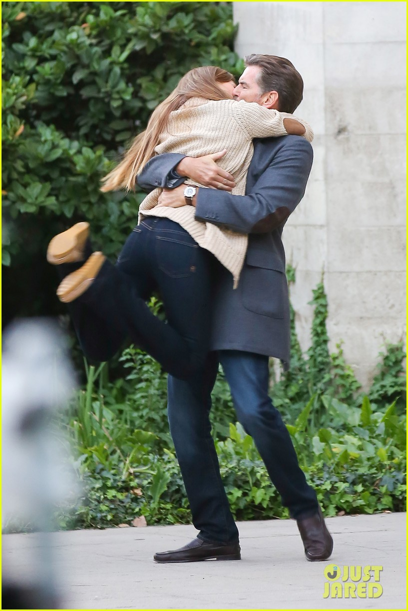 jessica alba passionately kisses pierce brosnan for movie 19