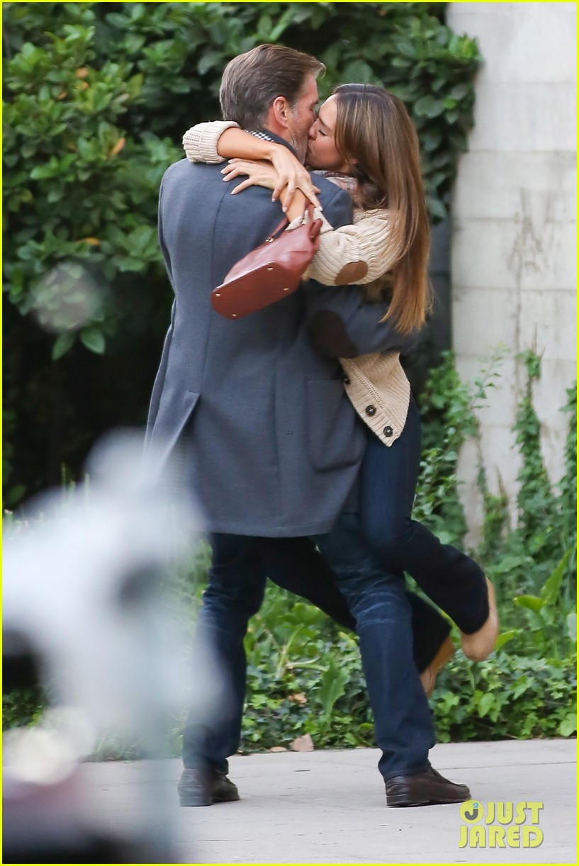 jessica alba passionately kisses pierce brosnan for movie 27