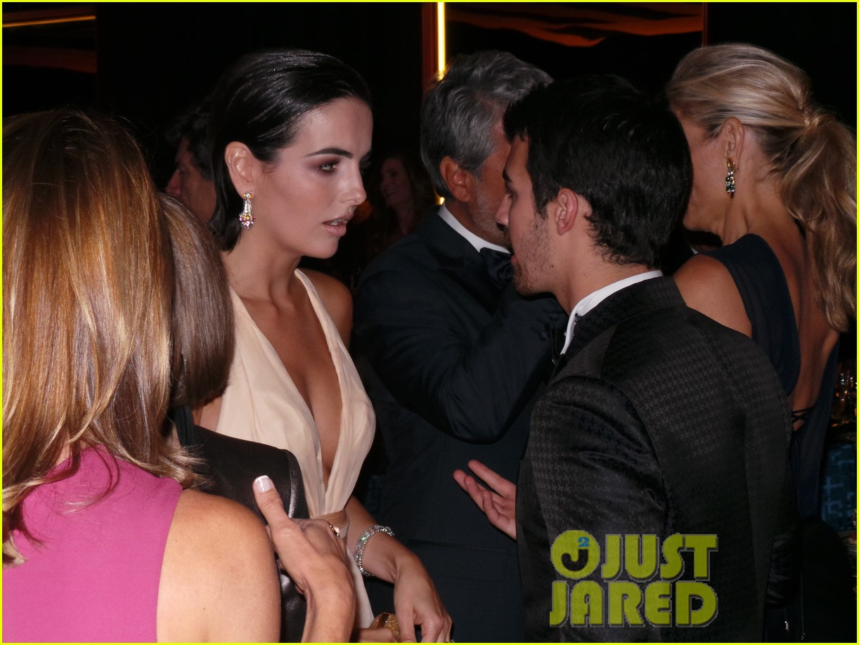 camilla belle joe jonas reunite at annenberg center gala 022974071