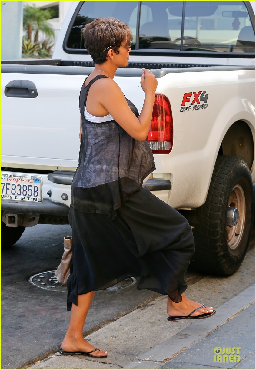 halle berry rivabella ristorante lunch after extant news 07