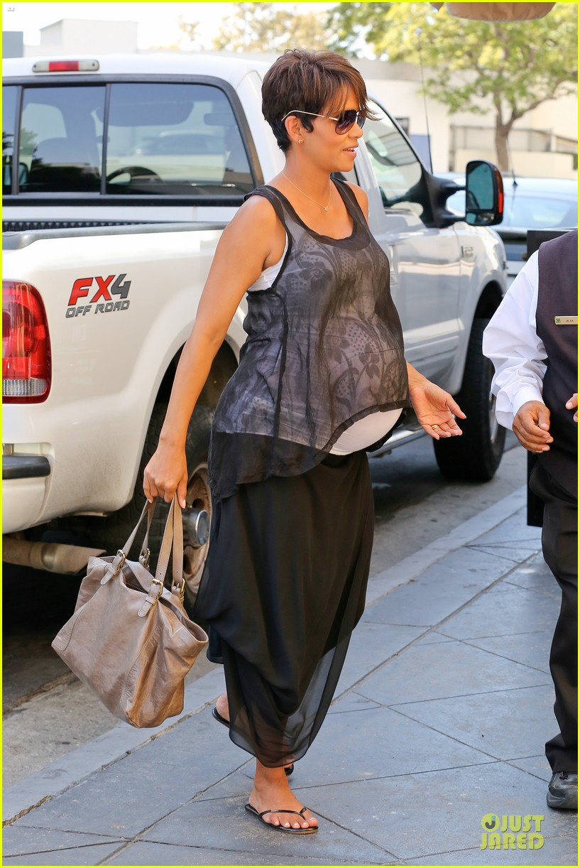 halle berry rivabella ristorante lunch after extant news 10