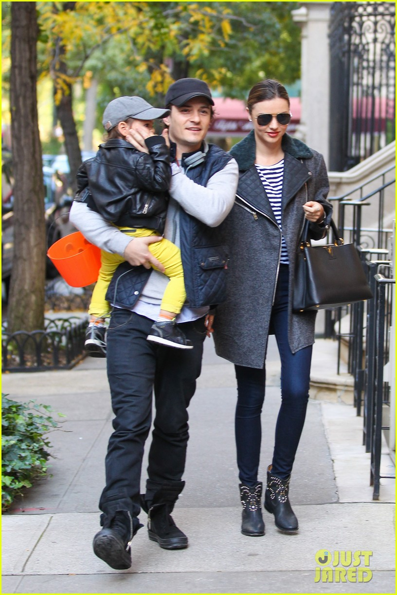 orlando bloom miranda kerr happy halloween with flynn 102981755