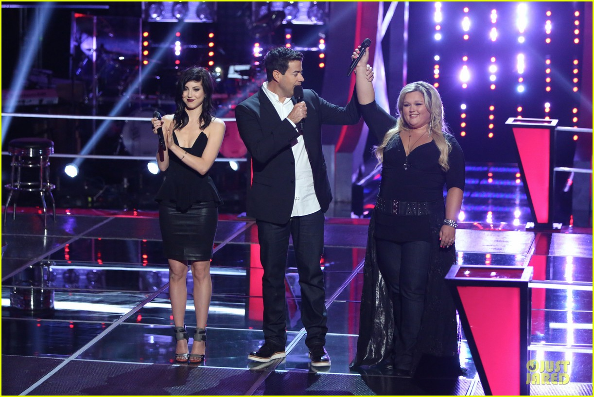 kaley cuoco sister briana advance on the voice tonight 06
