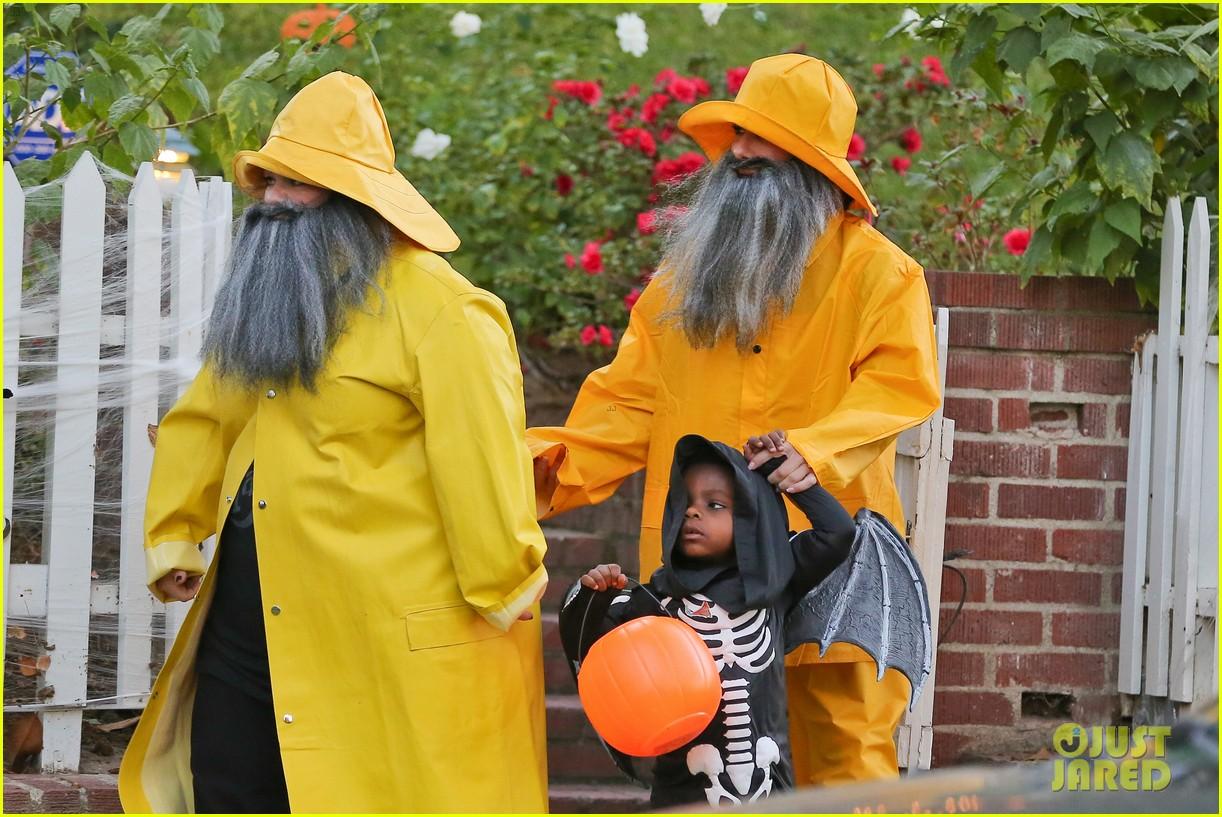sandra bullock melissa mccarthy halloween fishermen 062983845