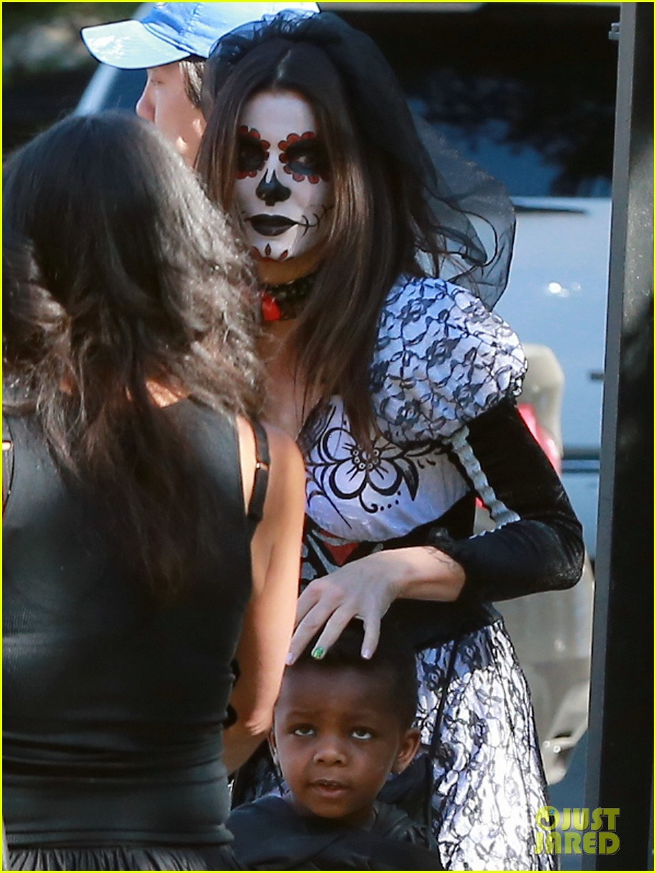 sandra bullock goes spooky for halloween party with louis 06