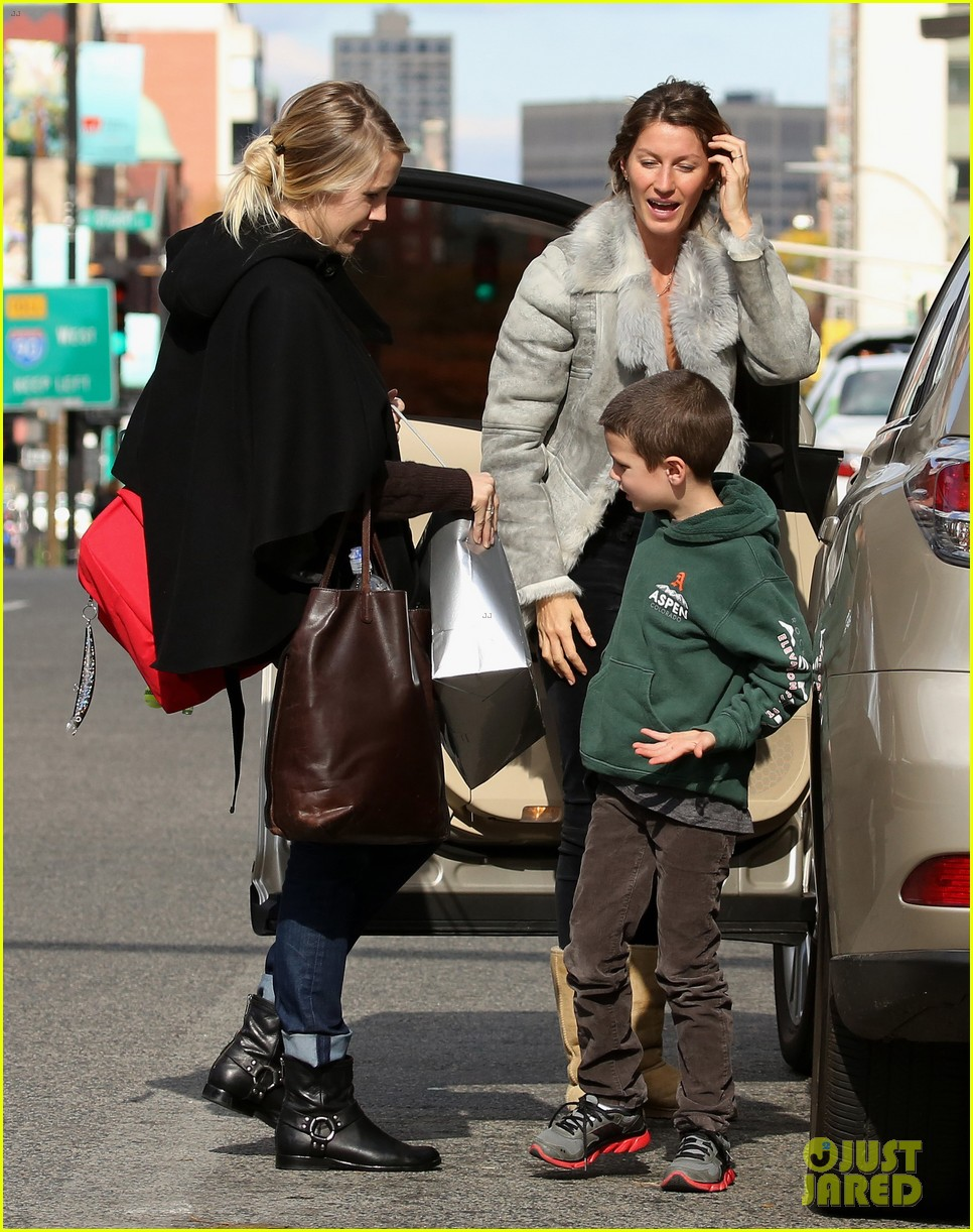 gisele bundchen drops stepson john at train station 032981575