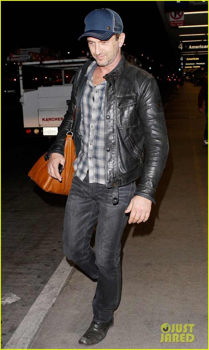 gerard butler is back in los angeles after trip to new york 06