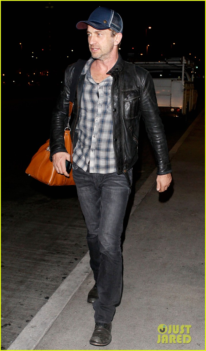 gerard butler is back in los angeles after trip to new york 07