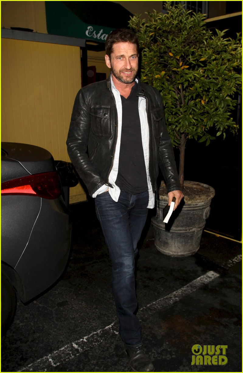 gerard butler brings hells angels book to dinner 01