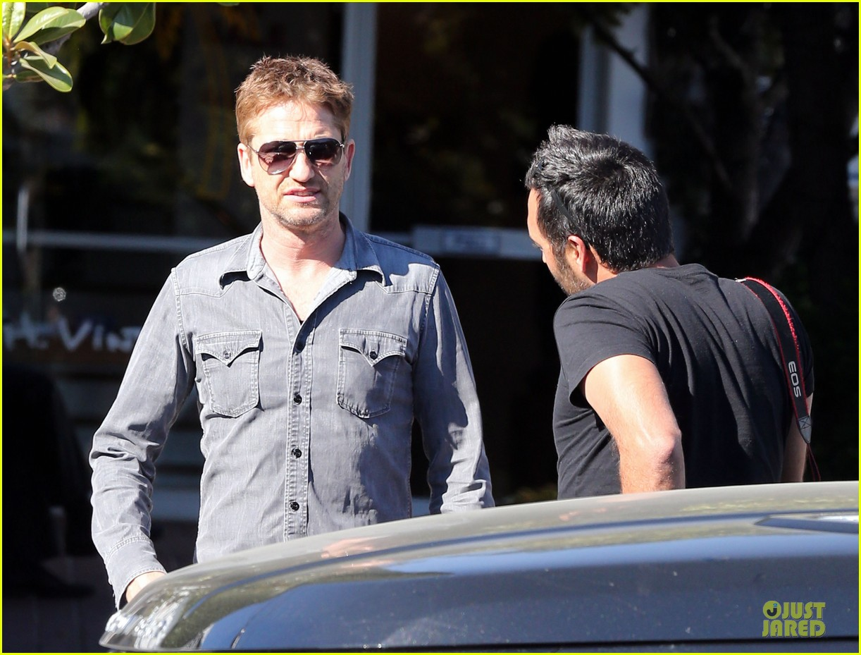 gerard butler enjoys fred segal lunch with friends 21