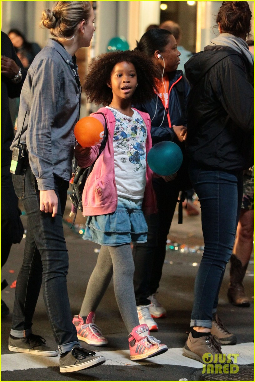 rose byrne quvenzhane wallis film annie before weekend 28