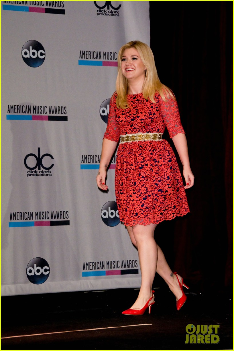 kelly clarkson william announce american music awards nominations 03