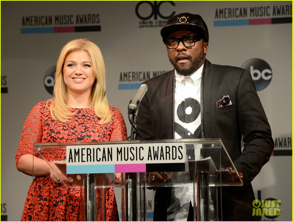 kelly clarkson william announce american music awards nominations 04