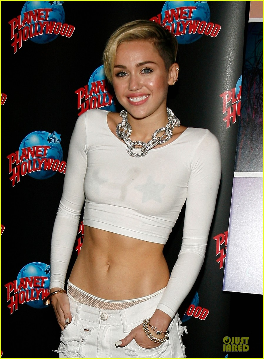 miley cyrus toned abs for bangerz album signing 06
