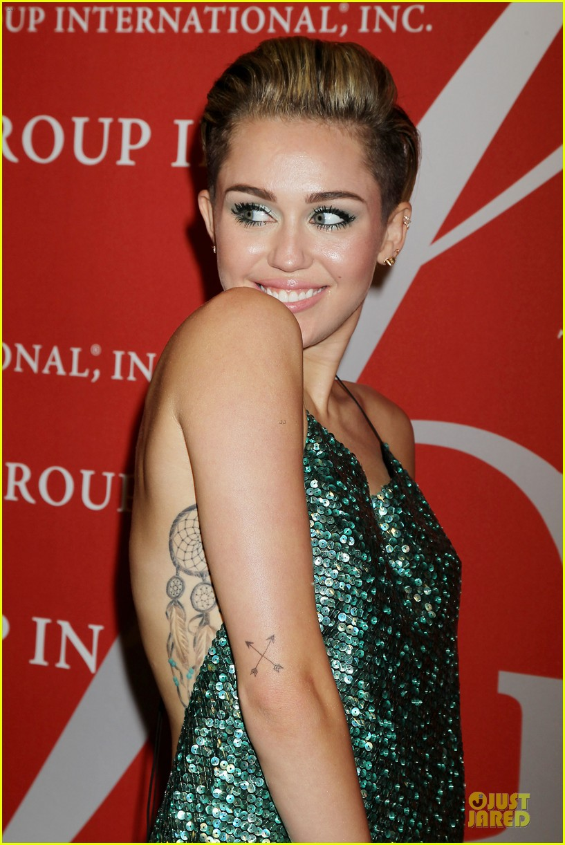 miley cyrus dazzles the night of stars gala 2013 04