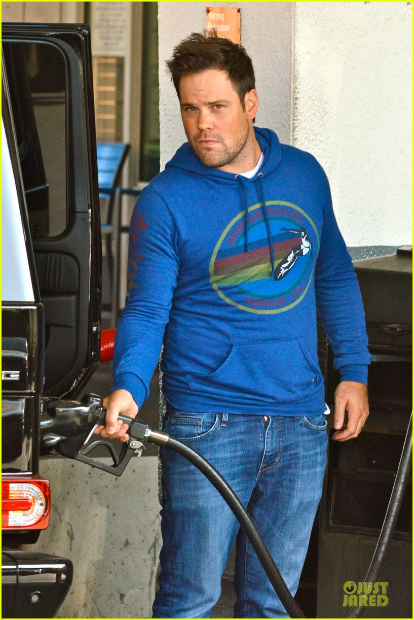 hilary duff mike comrie separate beverly hills outings 04