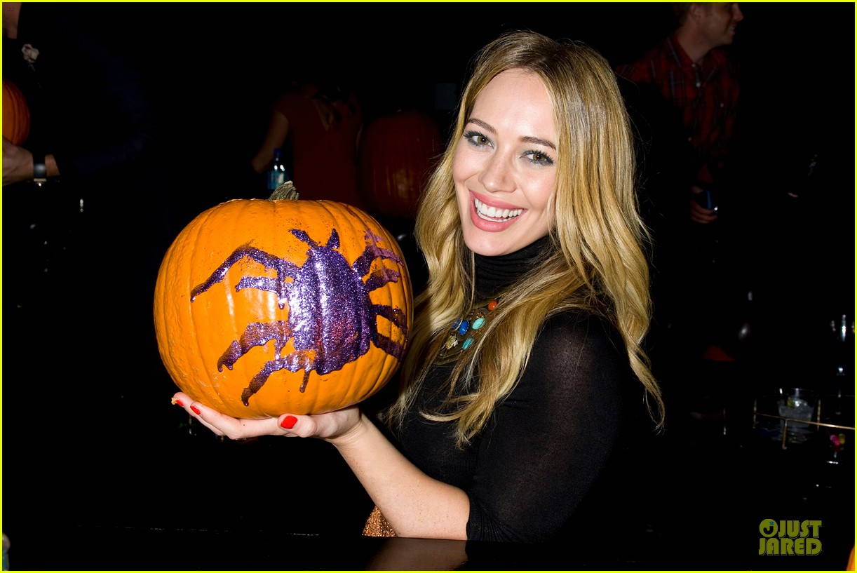 hilary duff just jared halloween party 2013 02