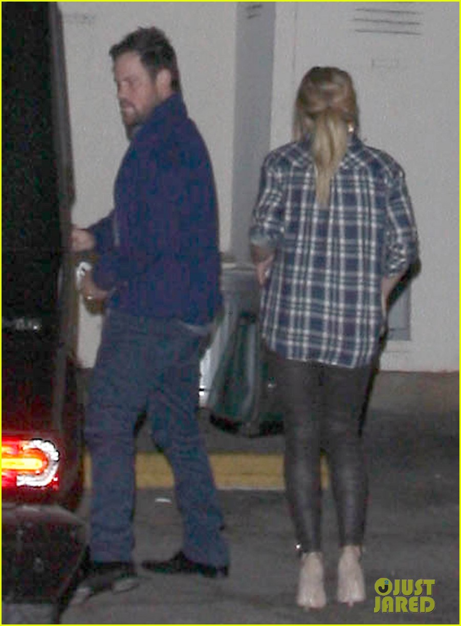 hilary duff mike comrie john mayer concert couple 032967368
