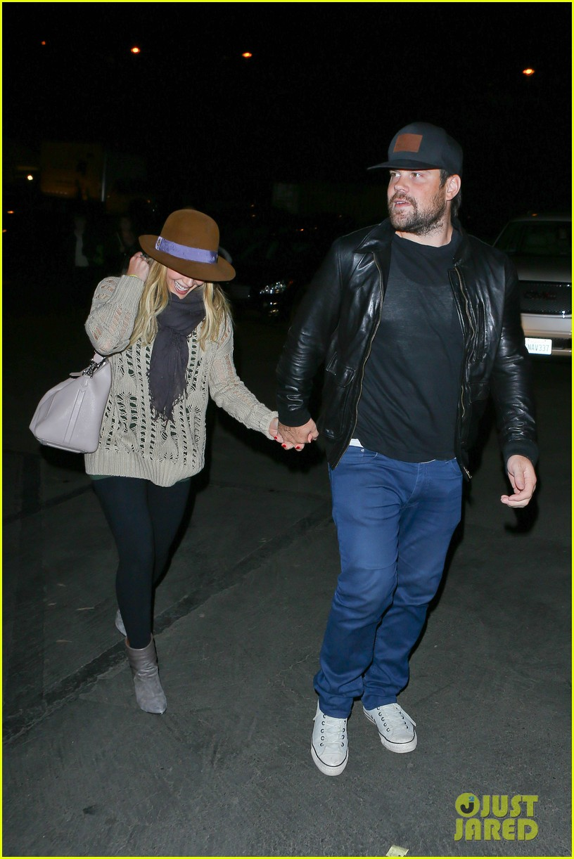 hilary duff mike comrie john mayer concert couple 102967375