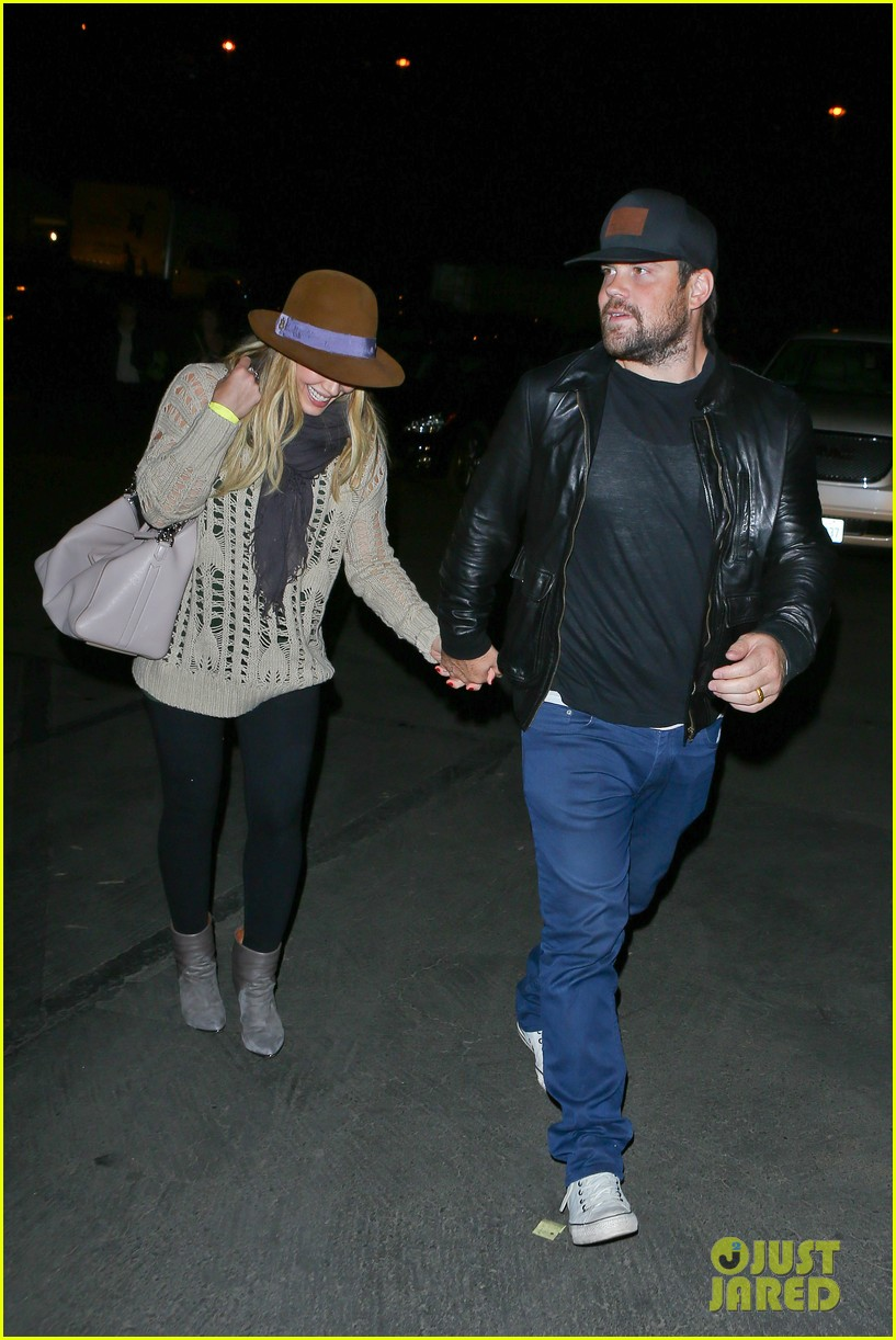 hilary duff mike comrie john mayer concert couple 112967376