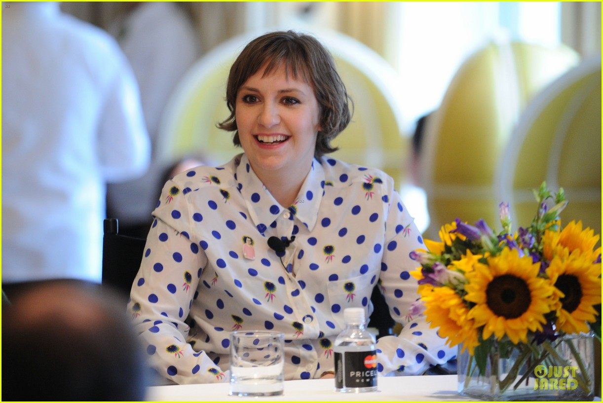 lena dunham milks a cow for billy on the street 082969147