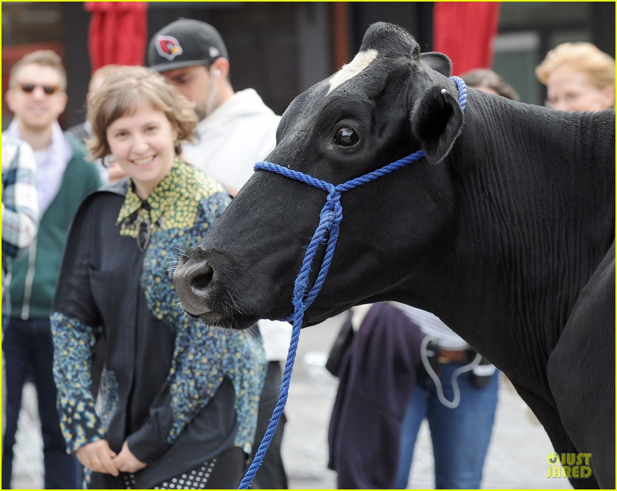 lena dunham milks a cow for billy on the street 102969149