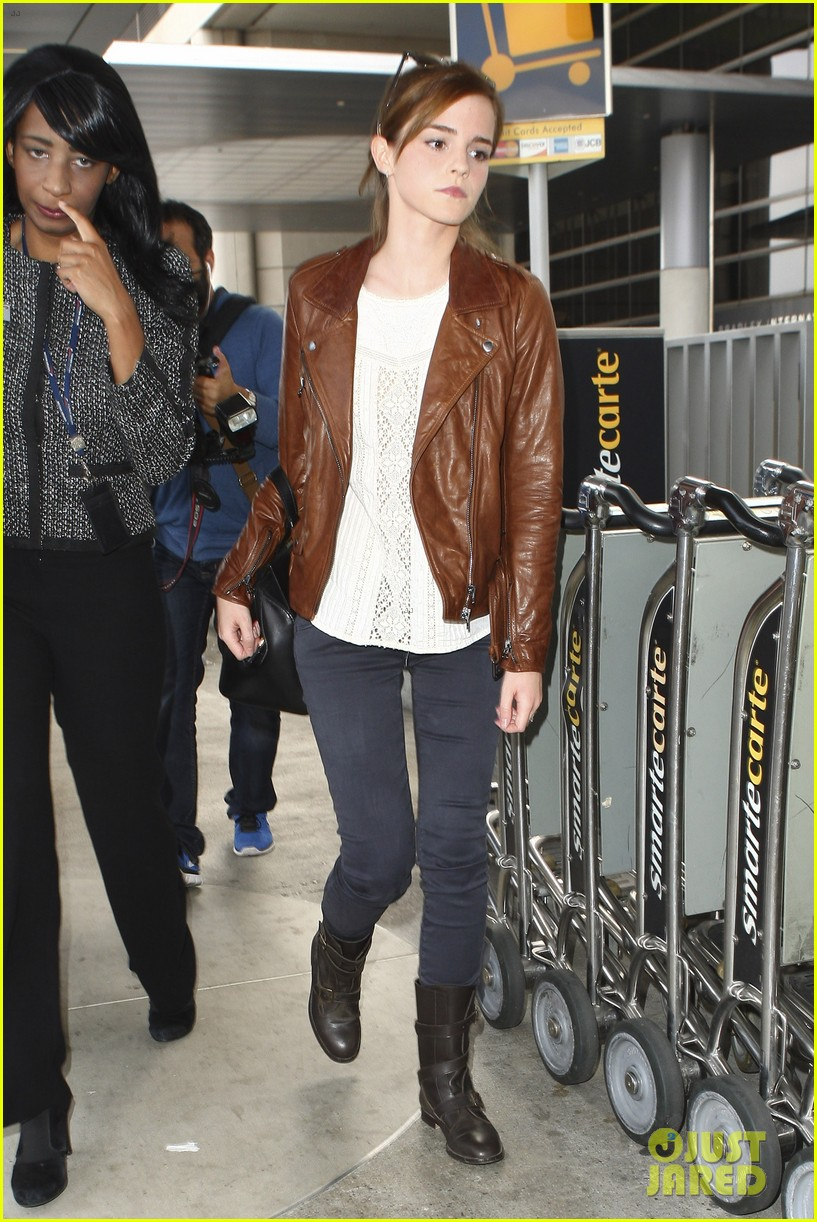 emma watson flies out of los angeles 19