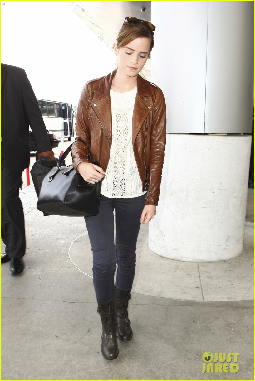 emma watson flies out of los angeles 22