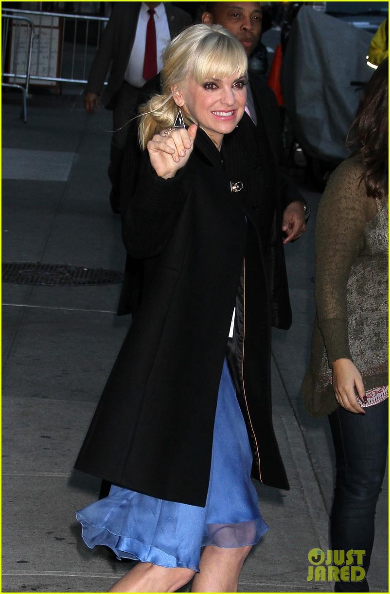 anna faris chris pratt do promo together in new york city 19