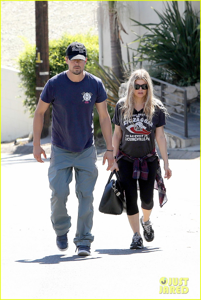 fergie josh duhamel check progress on their new home 01