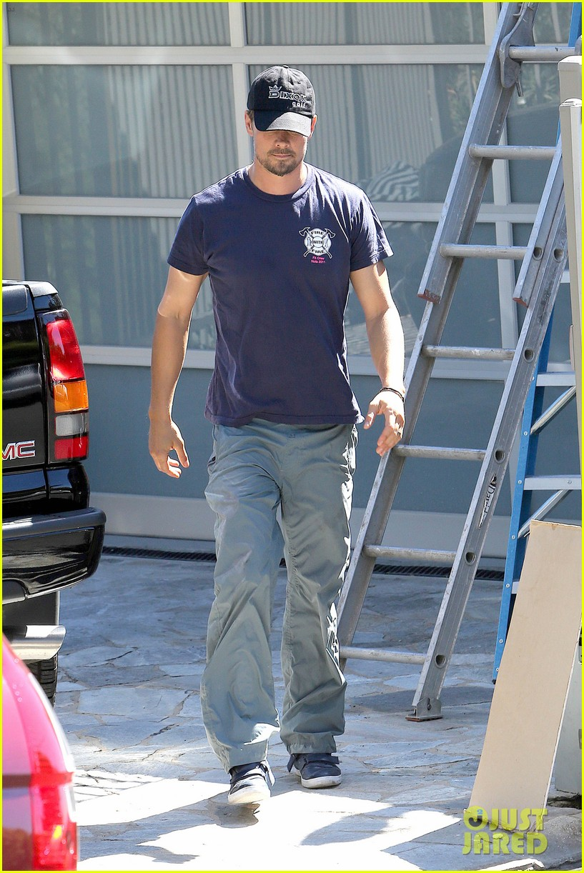 fergie josh duhamel check progress on their new home 30