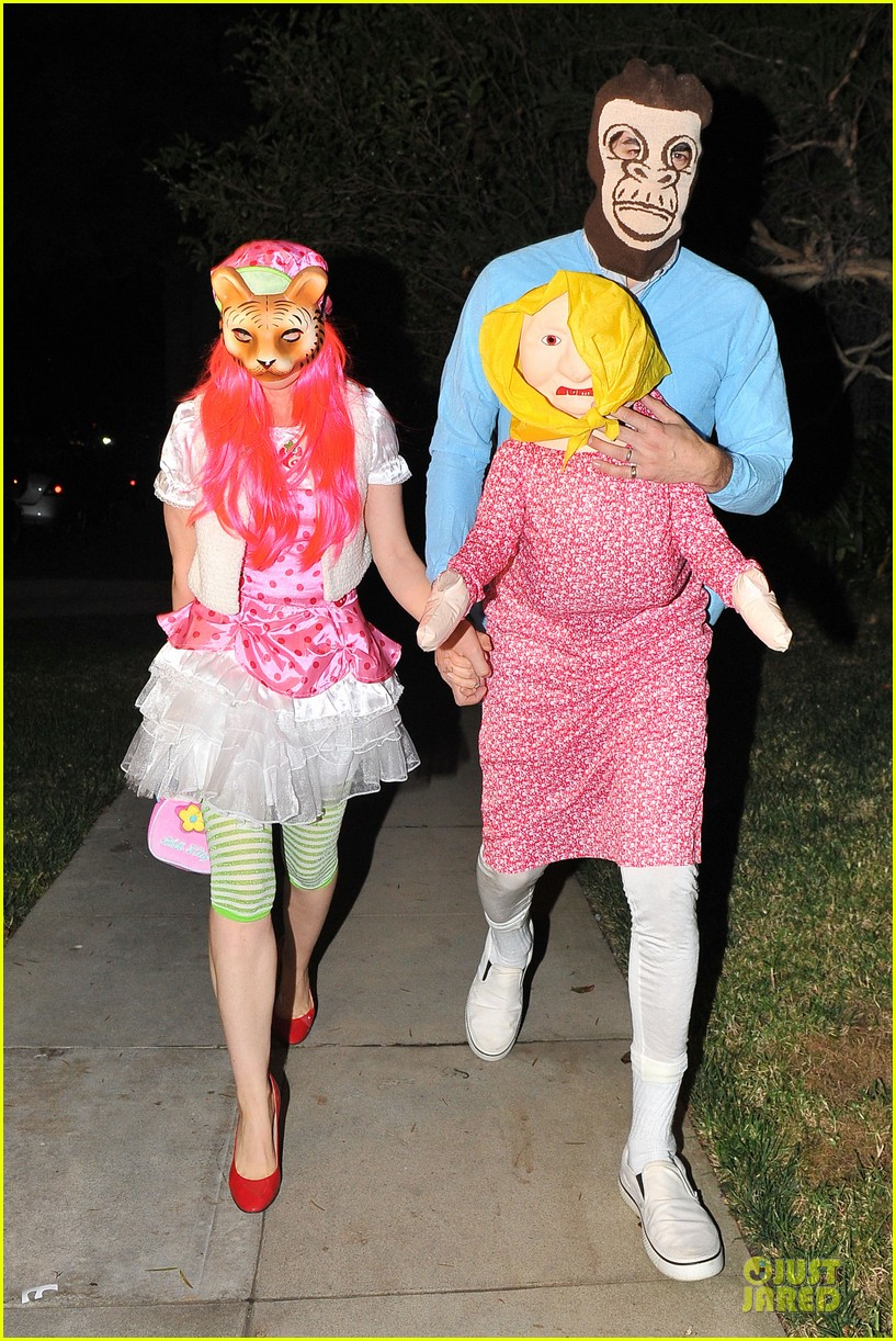 isla fisher sasha baron cohen casamigos halloween party 2013 01