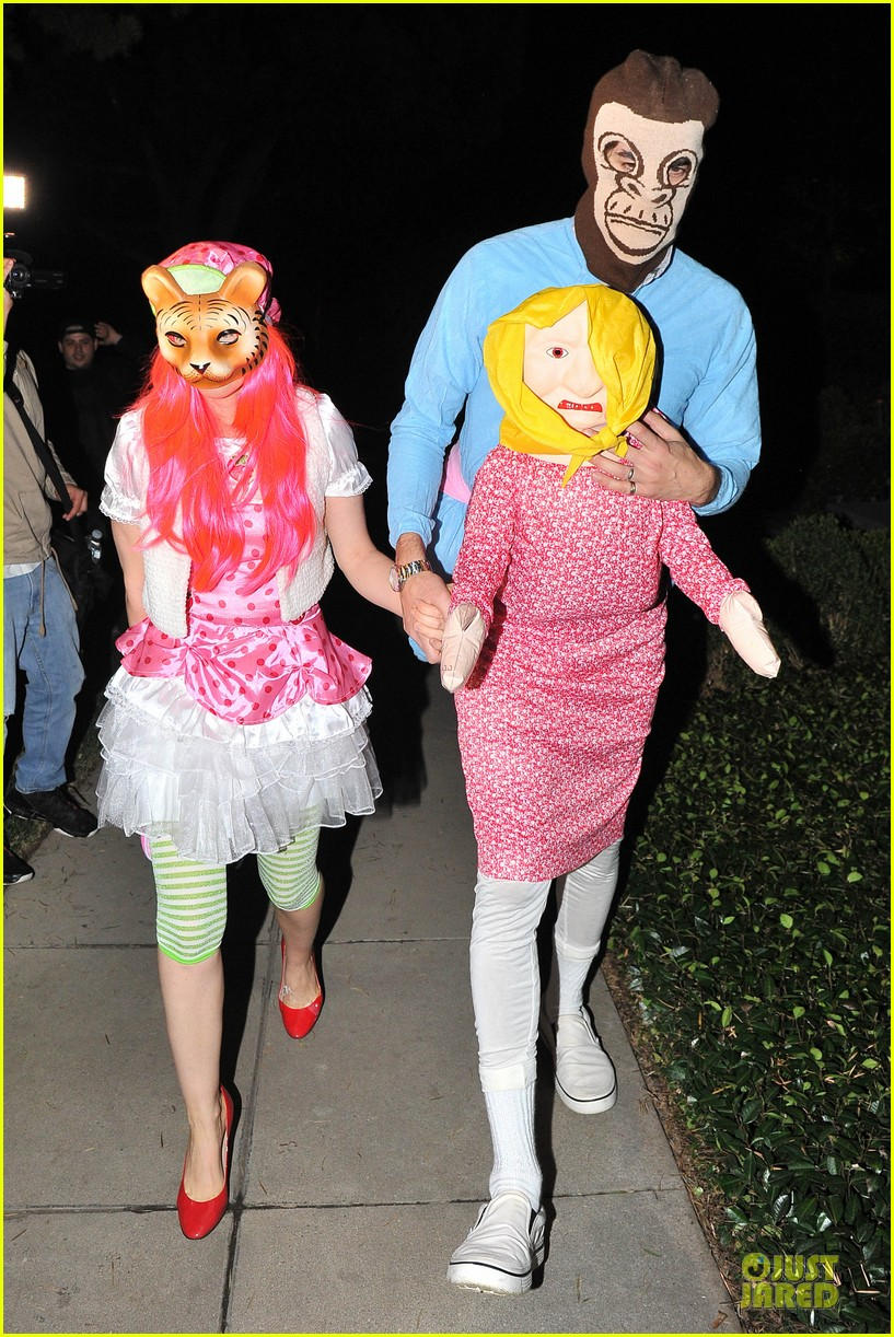 isla fisher sasha baron cohen casamigos halloween party 2013 02