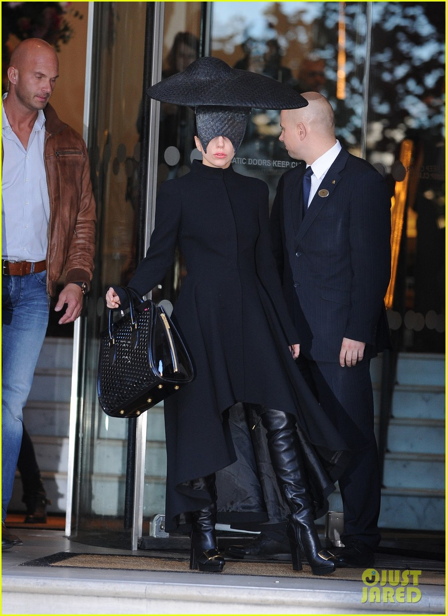 lady gaga steps out in london after puppy alice dies 142982873
