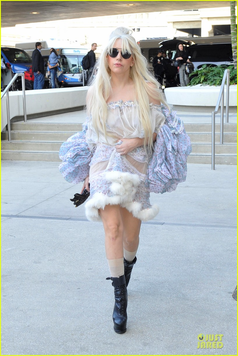 lady gaga berlin take off for artpop listening party 10