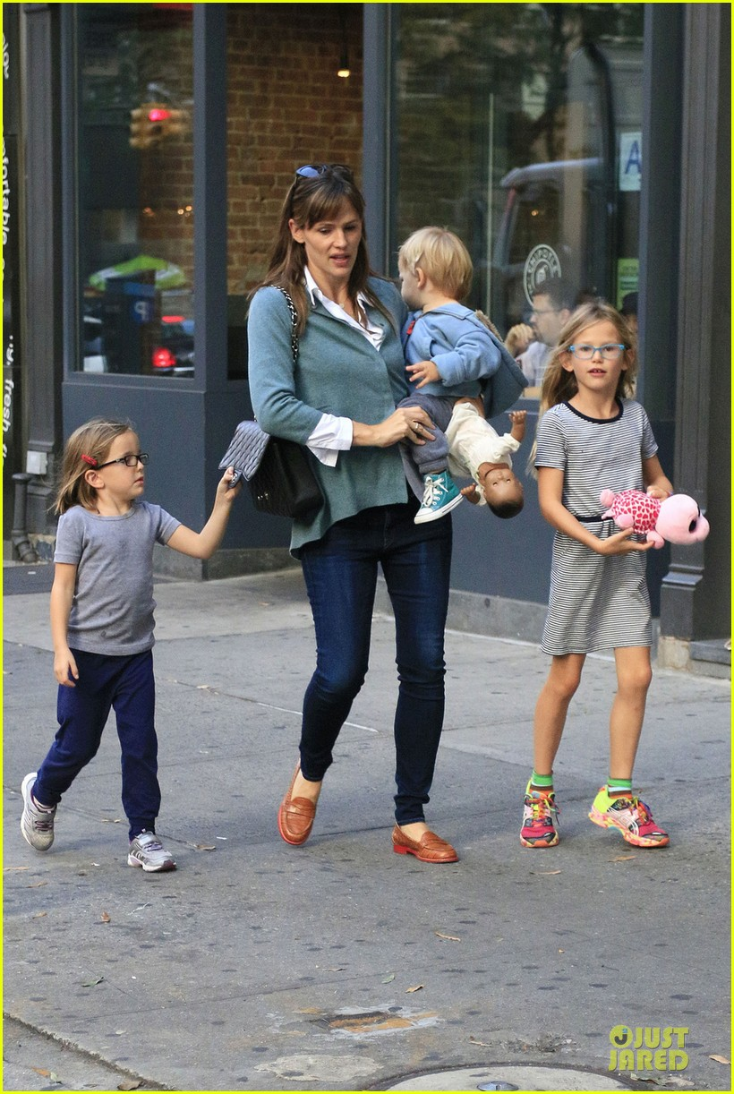 jennifer garner talks paparazzi bill impact on kids daily life 012966962