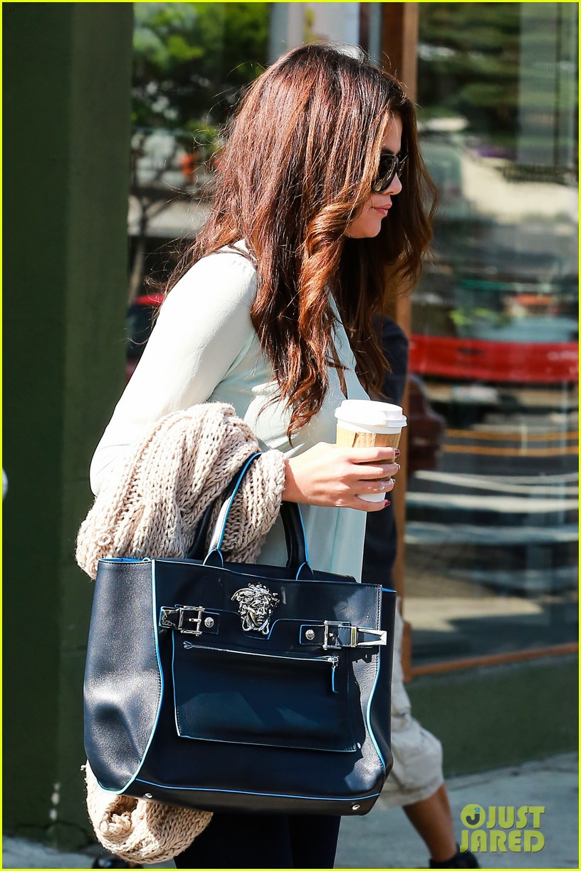 selena gomez grabs coffee with mom mandy 042965341