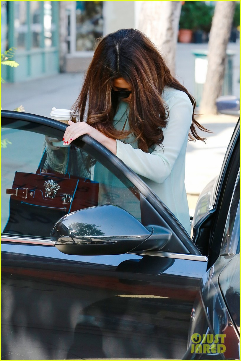 selena gomez grabs coffee with mom mandy 182965355