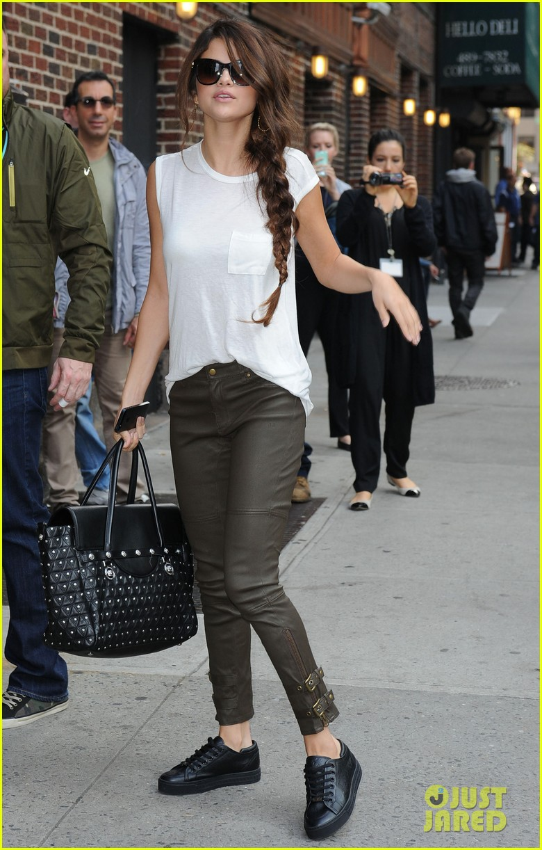 selena gomez arrives for late show appearance 082973731