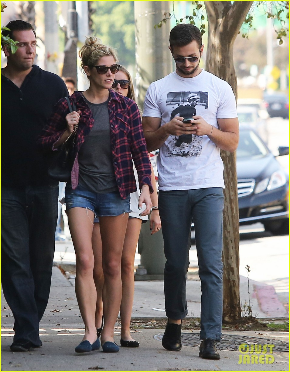 ashley greene paul khoury hang out with friends 12
