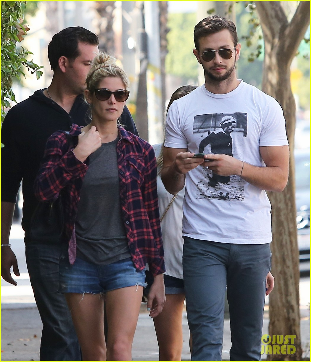 ashley greene paul khoury hang out with friends 13