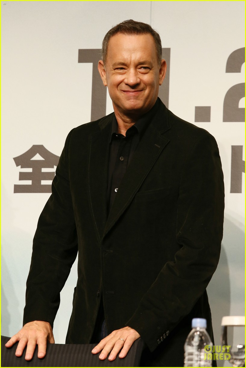 tom hanks captain phillips tokyo press conference 02