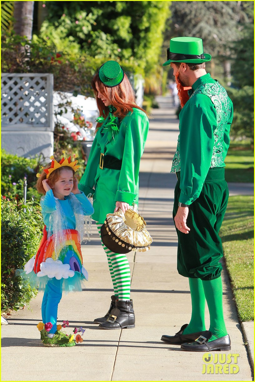 alyson hannigan family leprechaun halloween costume 2013 052983811