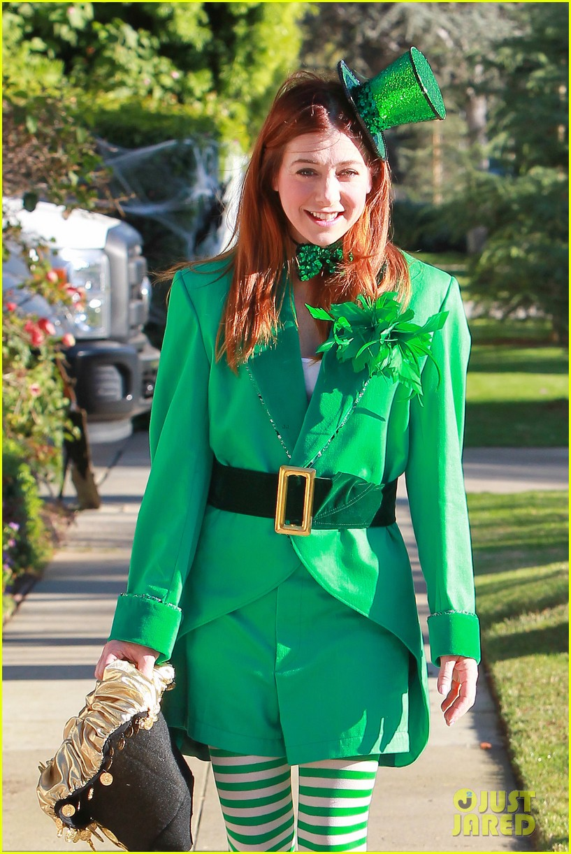 alyson hannigan family leprechaun halloween costume 2013 08