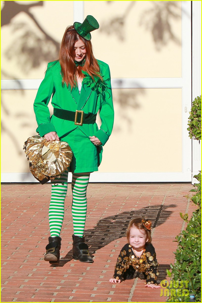 alyson hannigan family leprechaun halloween costume 2013 12