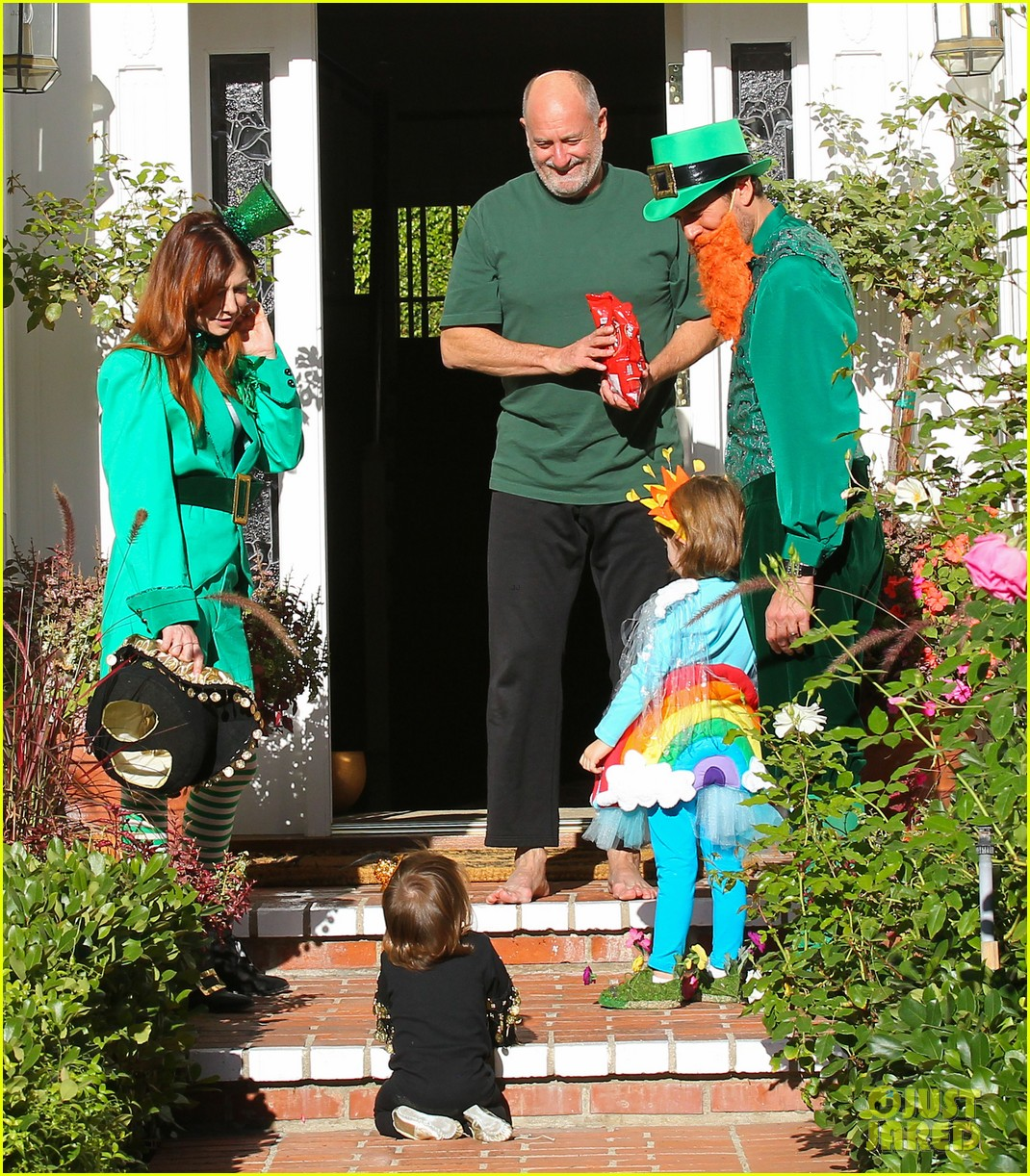 alyson hannigan family leprechaun halloween costume 2013 152983821