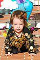alyson hannigan family leprechaun halloween costume 2013 16