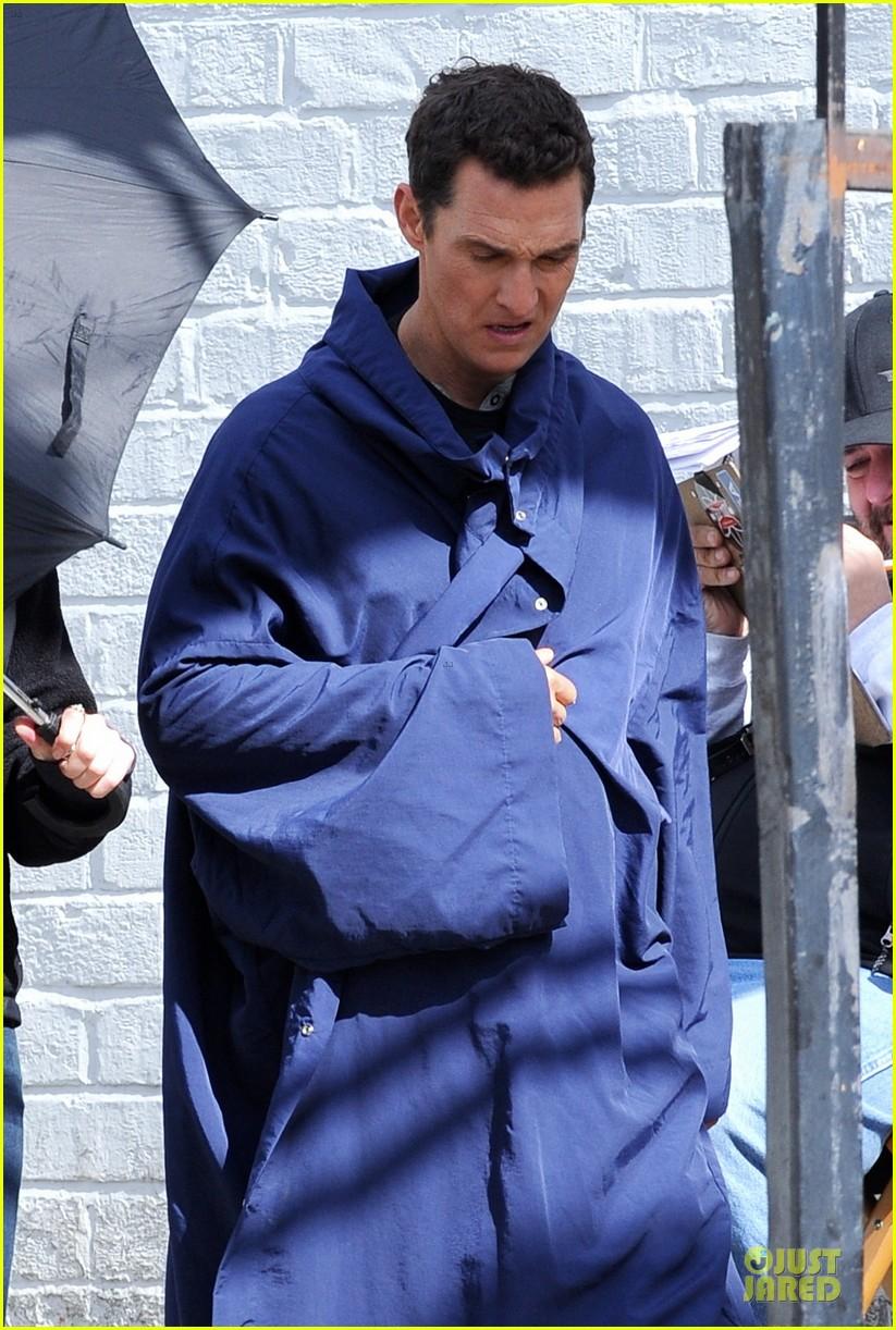 anne hathaway matthew mcconaughey blue robes for interstellar 08