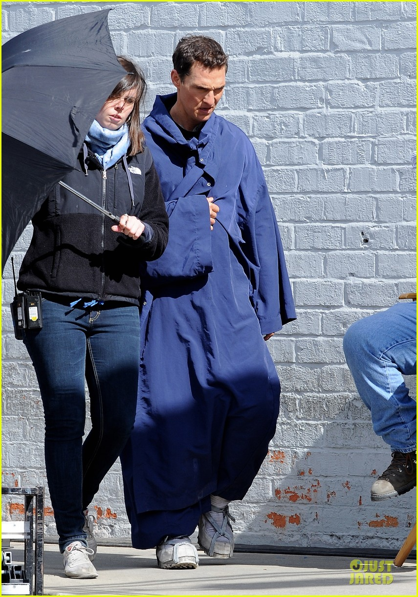 anne hathaway matthew mcconaughey blue robes for interstellar 122982588