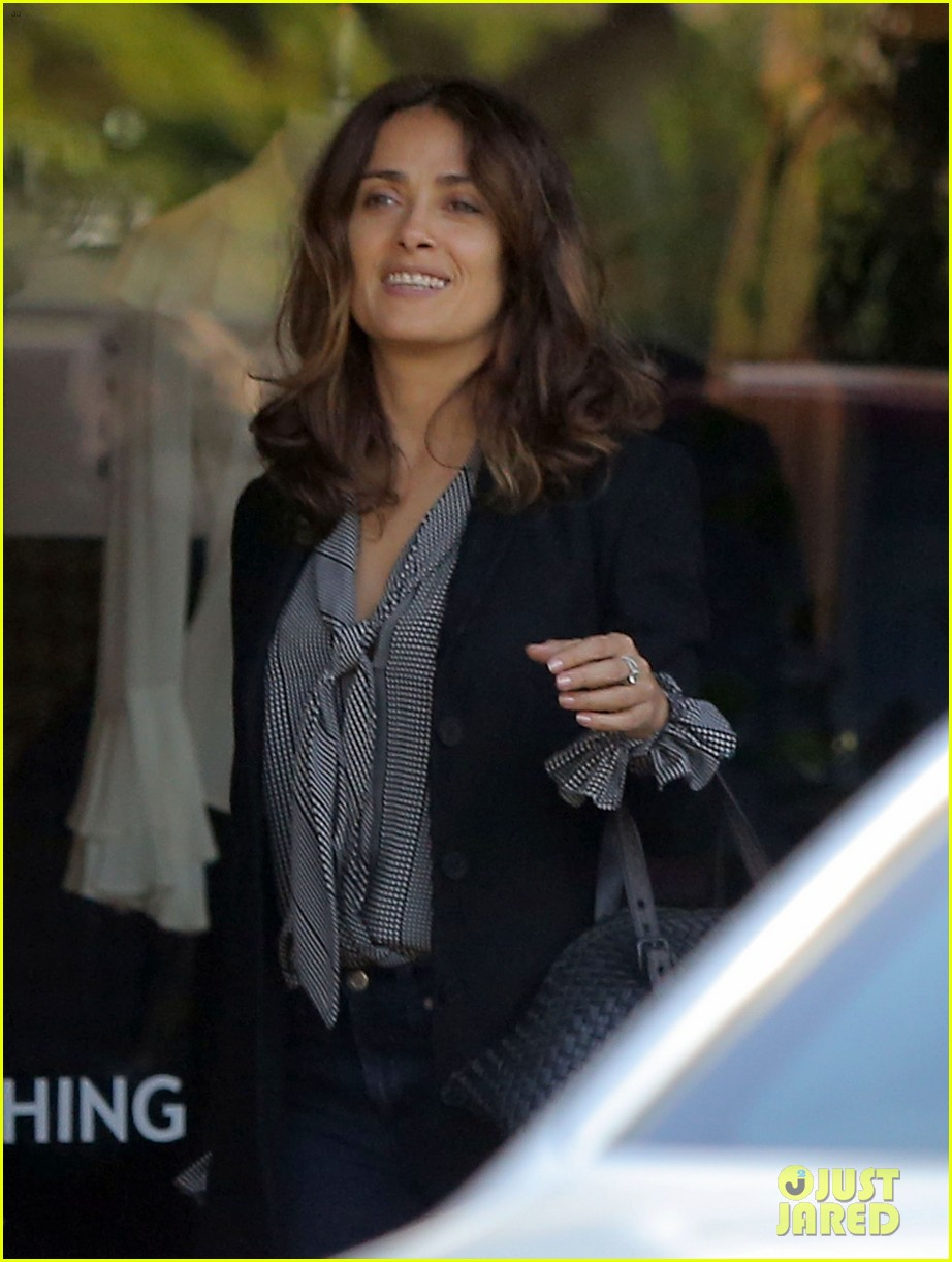 salma hayek fun filled weekend with the family 20